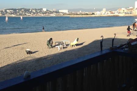 Cabanon Typique sur la plage de la Pointe Rouge - Marseille - Dům