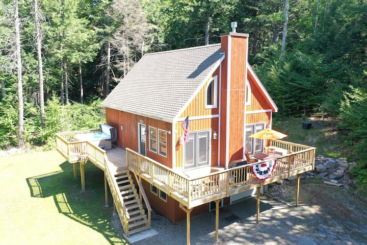Mt. Snow Home with Privacy, Hot Tub, Firepit!