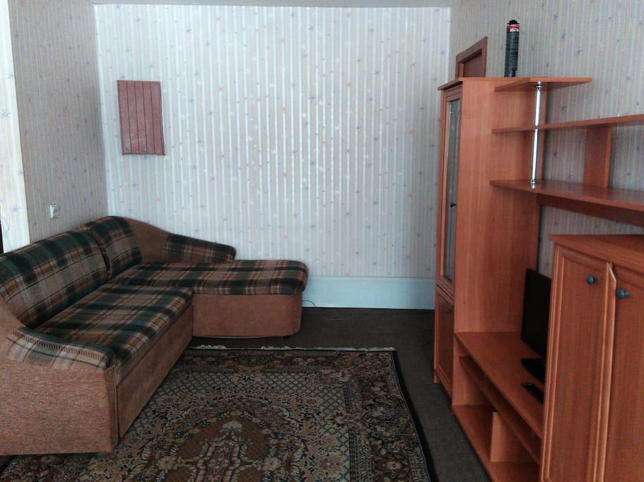 угловой диван, стенка