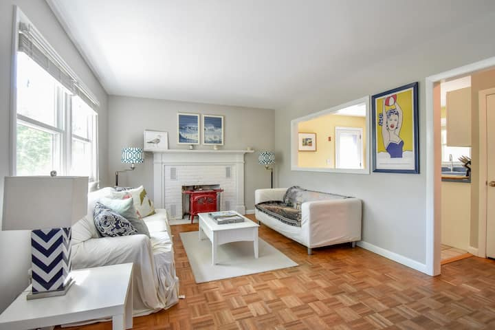 #301: Your dream location - Walk to historic downtown Wellfleet! Dog Friendly!