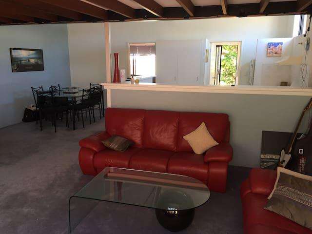 Urban Cowboy Beach Apartment - South Fremantle - Wohnung