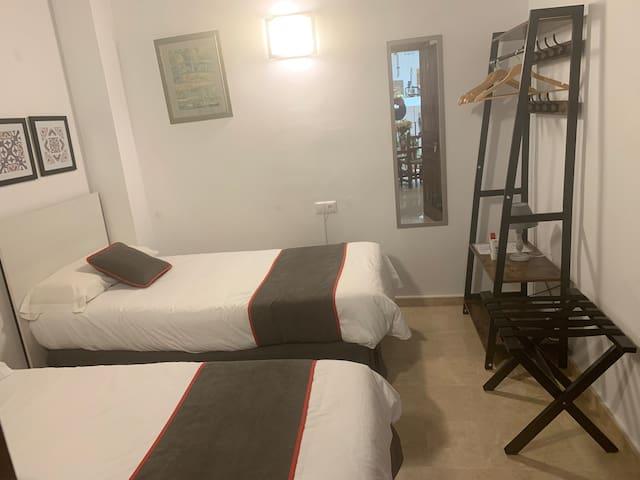 Habitación 1 o 2 personas privada y baño privado