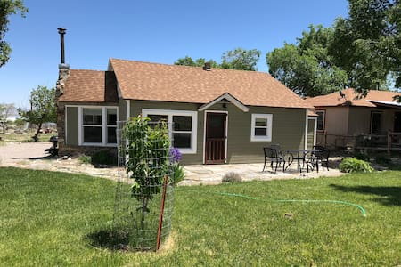 Cute cottage: 3bed/2bath 5 mi. from Great Basin NP