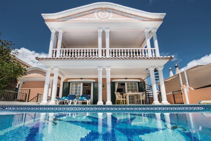 Excl. Villa, nearby beach, WiFi, saltw-pool heatab