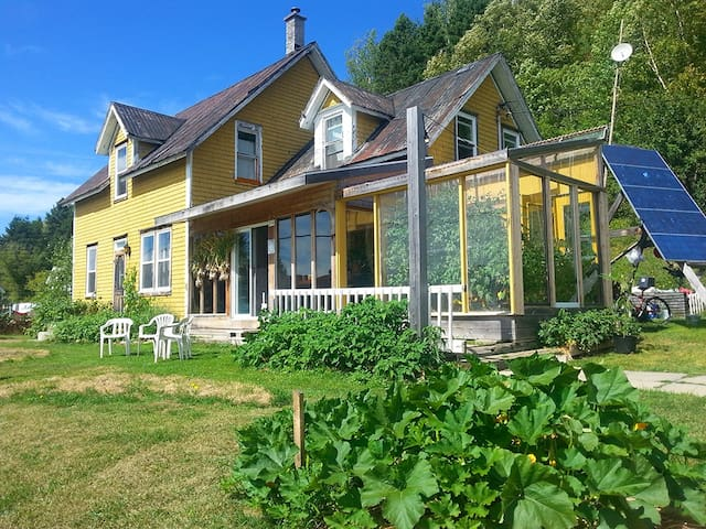 La maison jaune - Nouvelle, Gaspésie