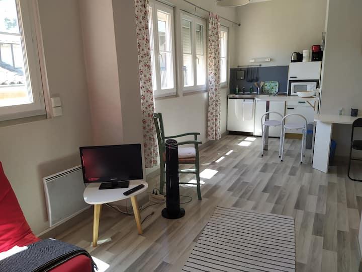 Charmant studio ensoleillé et calme centre-ville