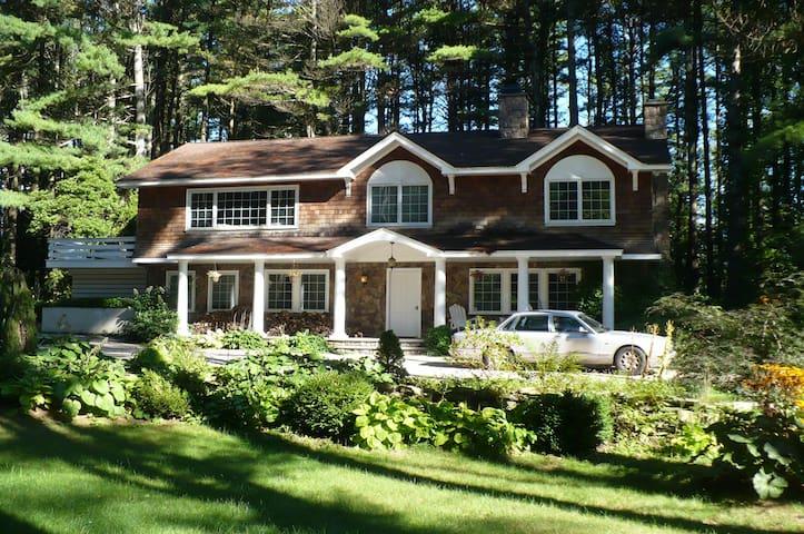 5 Star Berkshire Vacation Home, Walk To Lake Beach
