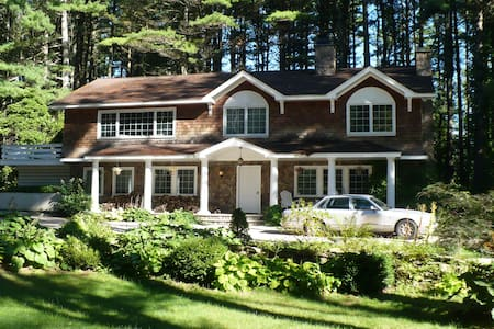 5 Star Berkshire Vacation Home, Walk To Lake Beach