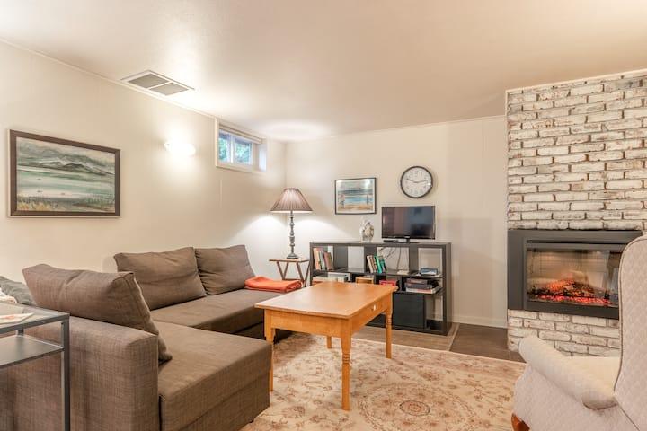Super Clean, Cozy Two Bedroom SE Apartment