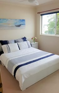 Private room opposite the river - Maroochydore