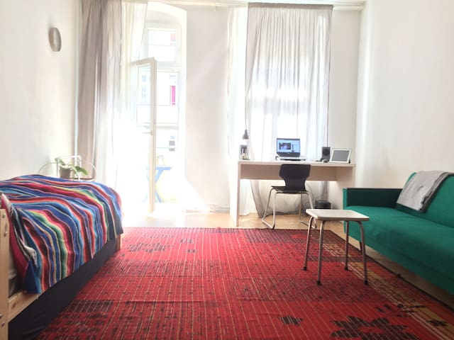 Spacious room in the heart of Neukölln