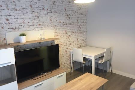 Moderne Wohnung . An der Wand - León - Andere