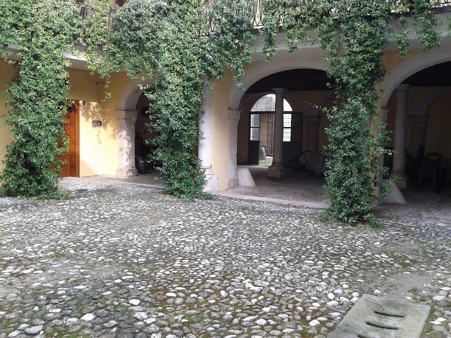 Cortile/Courtyard