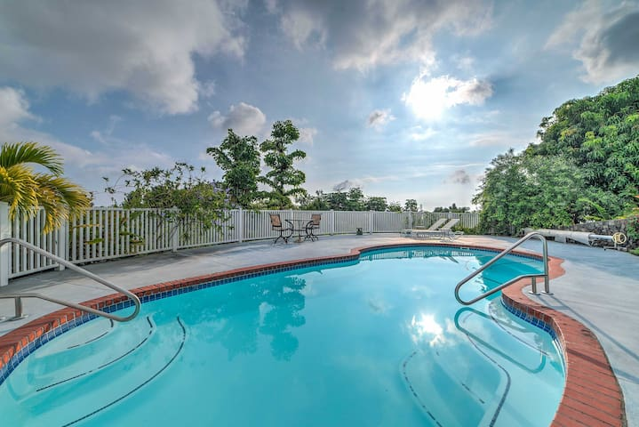 Enjoy the lush tropical landscaping and several shared outdoor amenities.