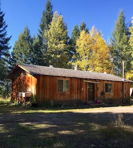 Private 2bd cozy cabin in the woods - Golden