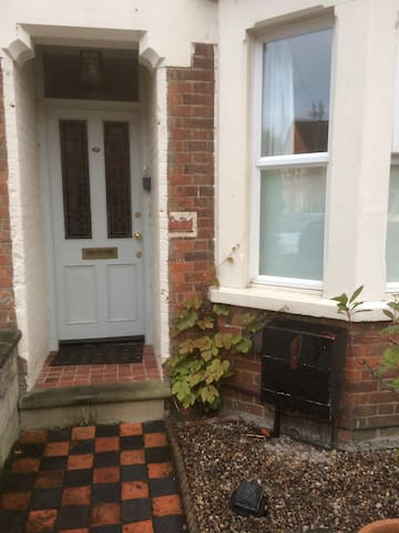 Lovely double bedroom close to city - Oxford - Huis