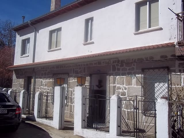 Casa en puerto de montaña, Sierra de Gredos - Mengamuñoz - House