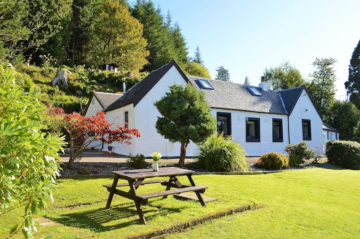 Woodend Cottage in picturesque, coastal Kilmum