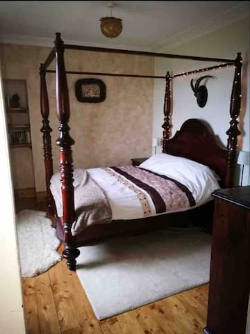 downstairs bedroom with kingsize bed