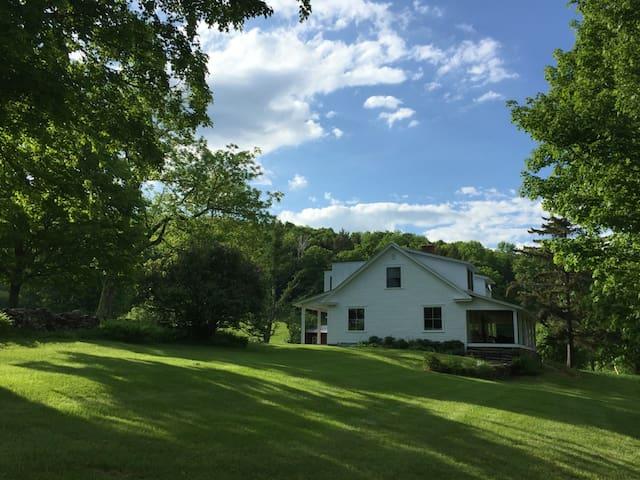 HyAcres Farmhouse - BARNARD - Casa