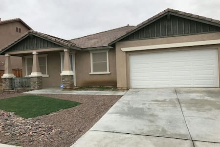 Lovely Home - Victorville - Casa