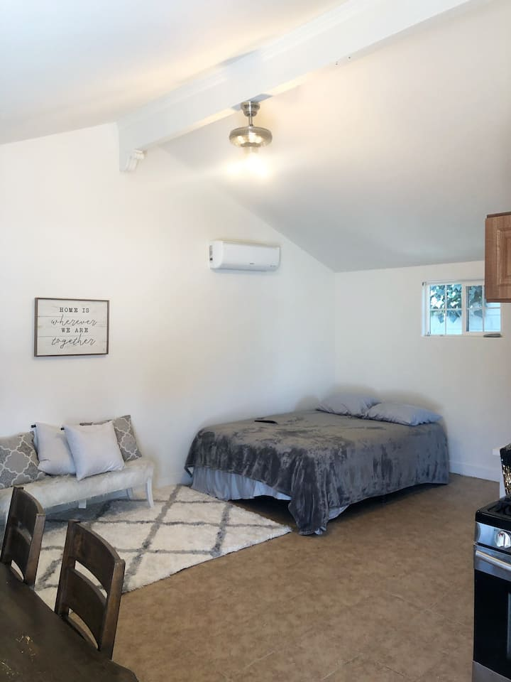 Modern & Private Full Guest House Woodland Hills
