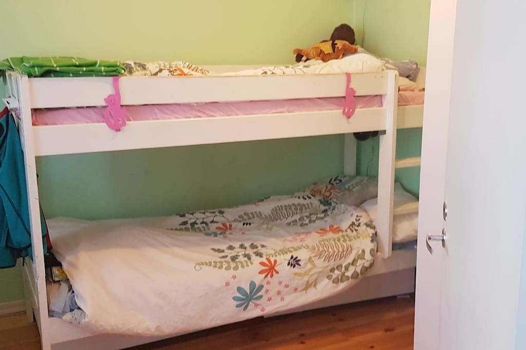 Bedroom 2 (two beds)