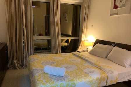 Cosy ensuite bedroom in JLT with a beautiful view
