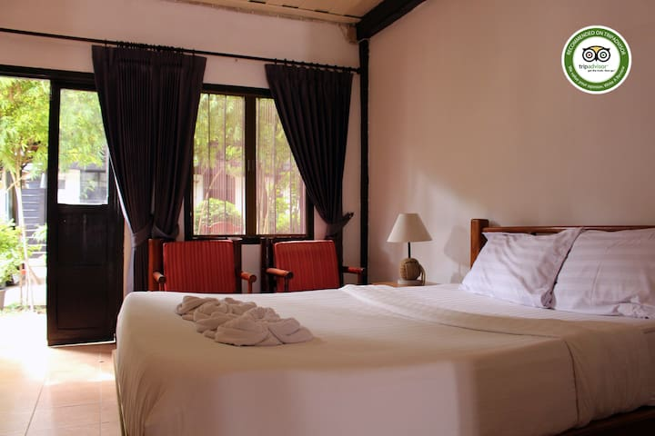 Villa lao room#5 ( king size bed and simple bed)