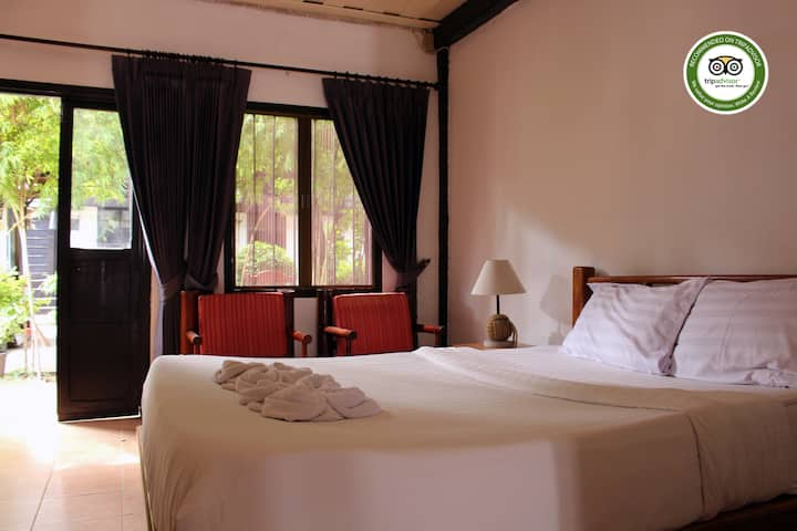 Villa lao room#5 ( king size bed and simple bed).
