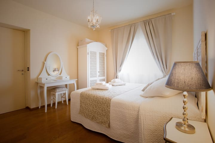 Hezelnut double bedroom