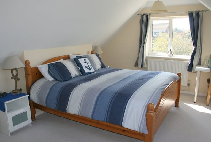 15 Bed and Breakfast - by the Sea - Fareham