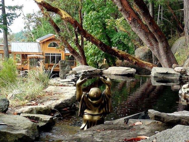 Buddha Cottage & Whale Watching