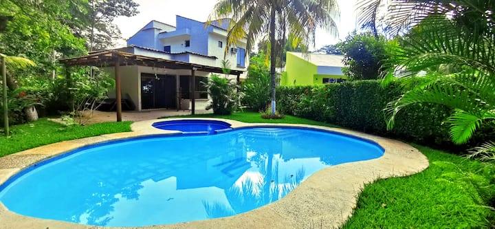 Casa Caracol con 11 camas y piscina en Rio Dulce