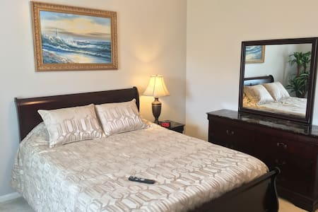 Downstairs Private Room & Bath by Medical Center - Pearland