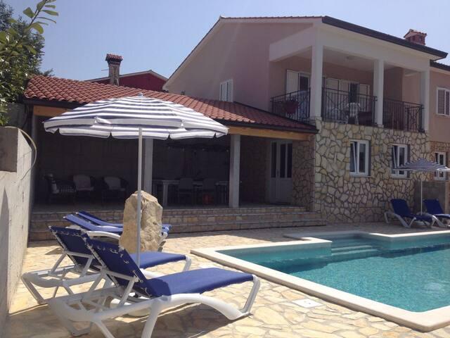 Wellniss Villa Brisa.  Pool/Sauna/Jacuzzi