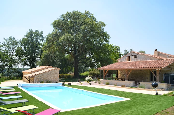 Maison  230m²,  14 pers, piscine privée, chauffée