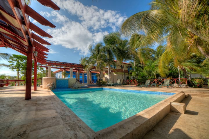 Beautiful Sand Dunes & Bayfront Jacuzzi Villa 5 - Baní - วิลล่า