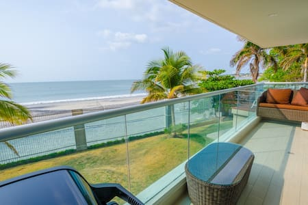 Stare at the Sand from your Four Poster - Nueva Gorgona - Appartement