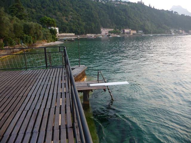 Garda lake 'pieds dans l'eau' - Gardone Riviera-Fasano del Garda - House