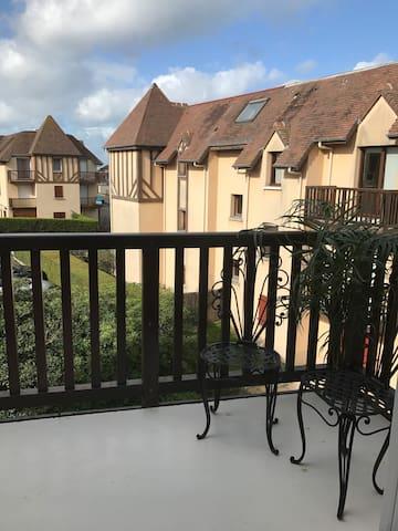 Studio de charme avec balcon à 30m de la plage !