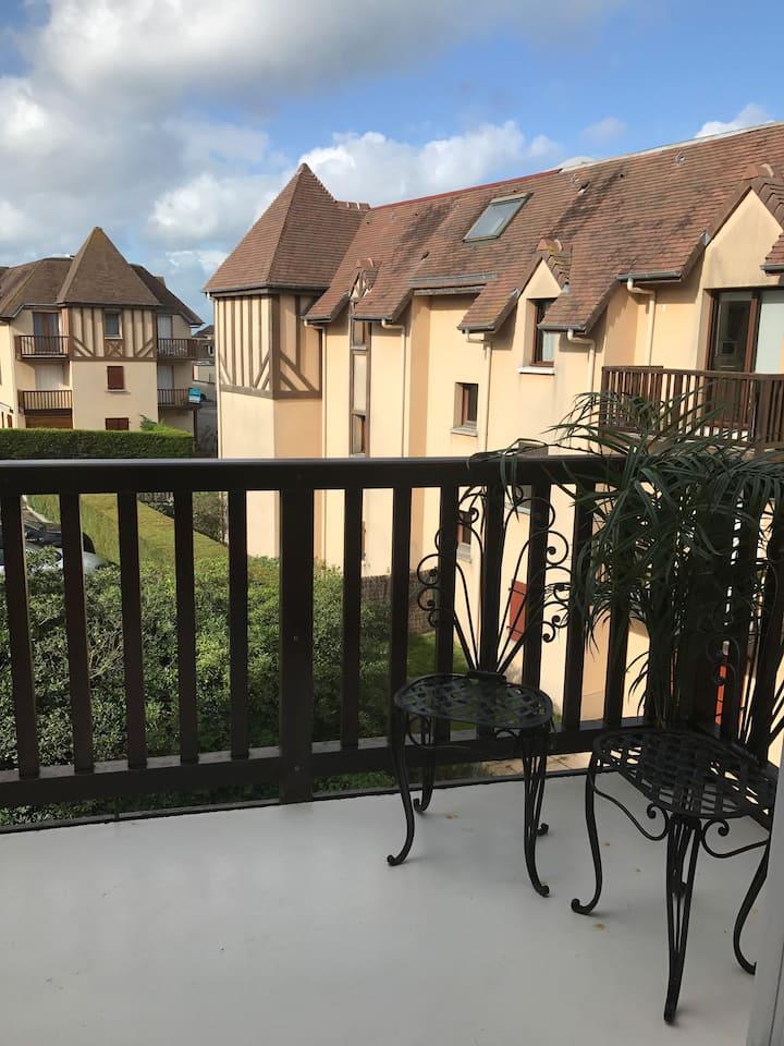 Studio avec balcon et vélos à 30m de la plage !