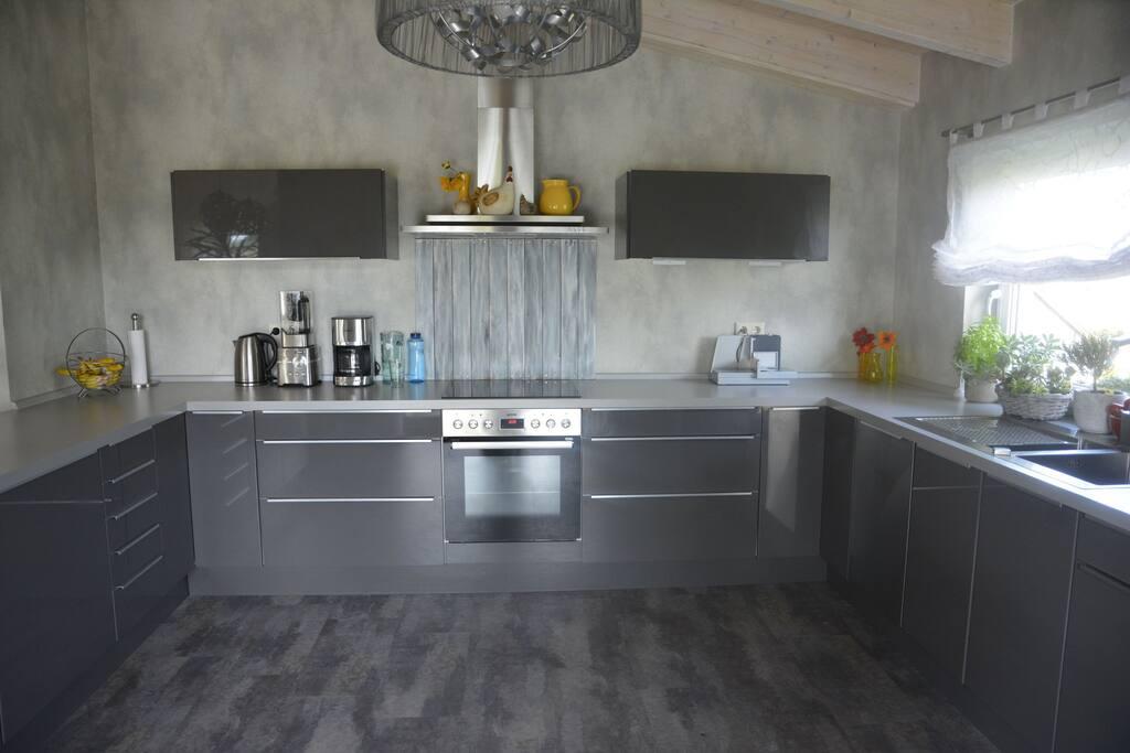 Küche mit allem, was man so braucht