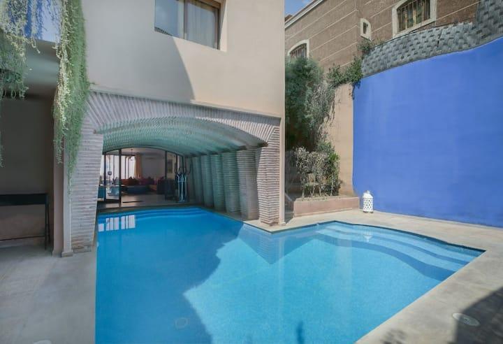 Villa entière avec piscine privée en plein centre