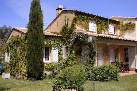 Gîte Accueillant et Reposant entièrement rénové - Nans-les-Pins - Huis