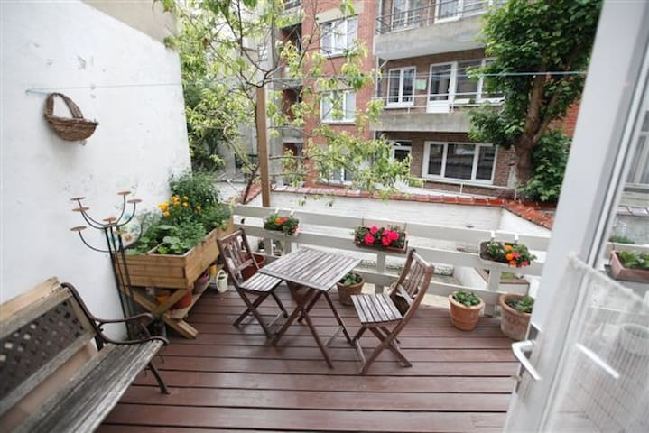Chambre chaude et cosy dans maison avec jardin (T)