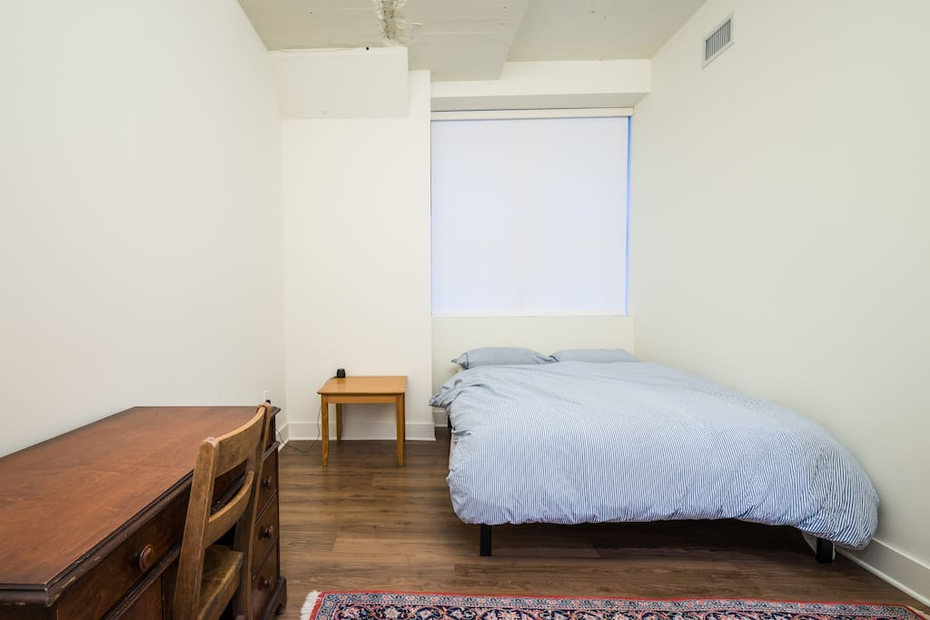 Master bedroom in modern apartment flats for rent in cleveland ohio united states for 2 bedroom apartments cleveland ohio