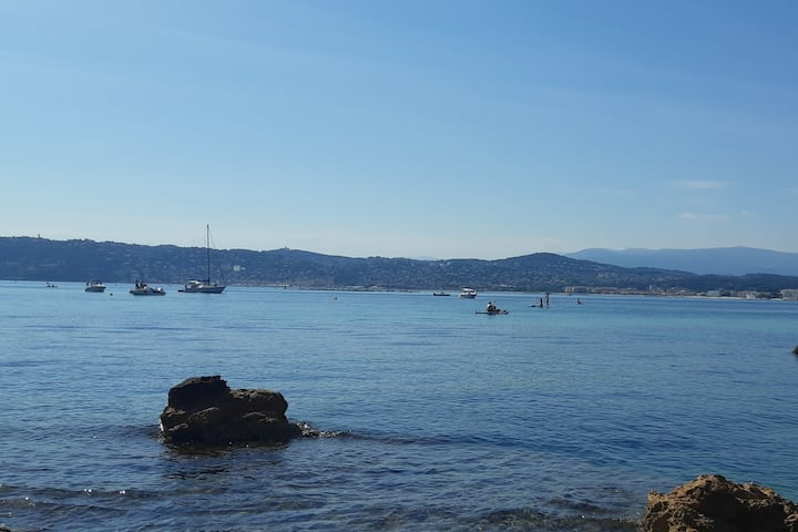 Lovely studio in downtown Antibes close to the sea