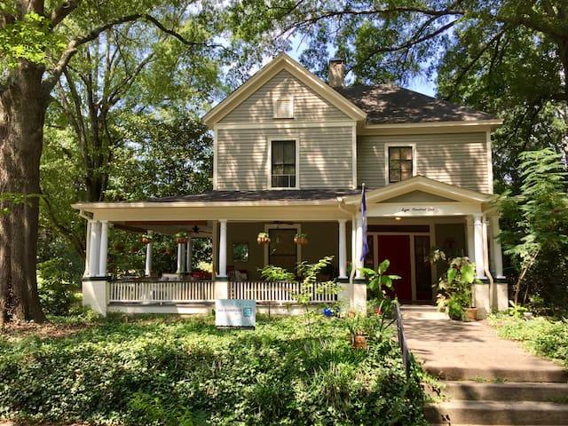 "The ""Blue Room"" in Historic Home near Duke U."