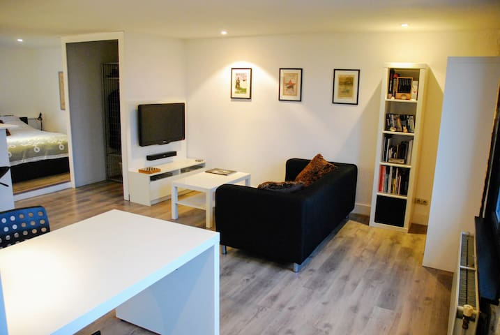 Modern Studio in a great location in Antwerp - Anvers - Daire